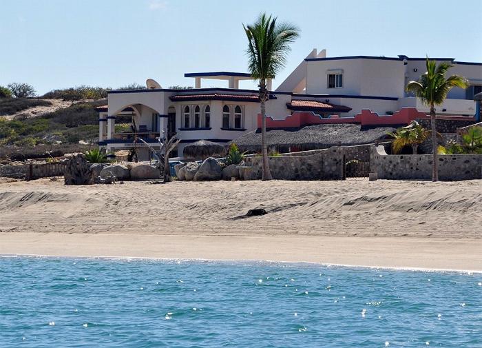 Casa del Mar Azul front view